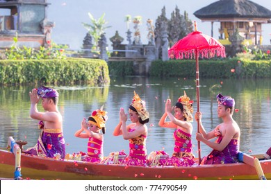 BALI - 2017 Dec 7 : Bali teenager performing traditional Indonesian dance at Ubud Palace Bali theater in Bali, Indonesia