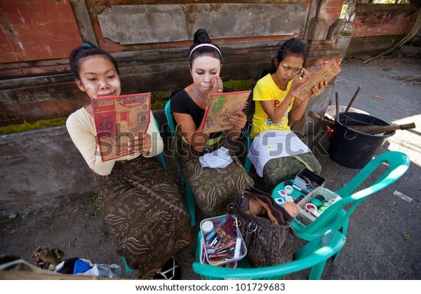 Bali Indonesia April 9 Balinese Girls Stock Photo Edit Now 101729683