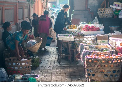 BALI, INDONESIA - NOVEMBER 10, 2016: balinese people shopping on the main agricultural market of Ubud