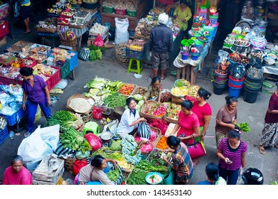 BALI, INDONESIA-APRIL 23: Commercial activities at Ubud market on April 23, 2013 in Bali, Indonesia. Ubud Market is very famous among Balinese, located in center of Ubud Village