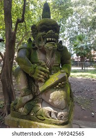 Bali Monkey Forest and Temple, Statues and landscape