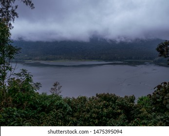 Bali roadtrip foggy lake  Northern Bali/Bali/Indonesia/2018-02-20  Picture taking when roadtrippin through the northern of Bali. Beautiful foggy morning followed by some rain.