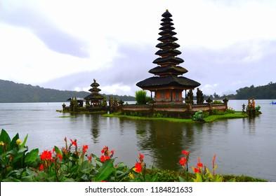 bali temple beratan temple