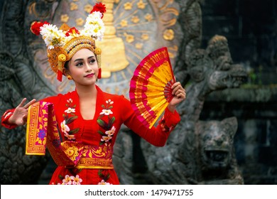 Balinese girl performing traditional dress, indonesian girl dance with hindu temple background, indonesia, Asia
