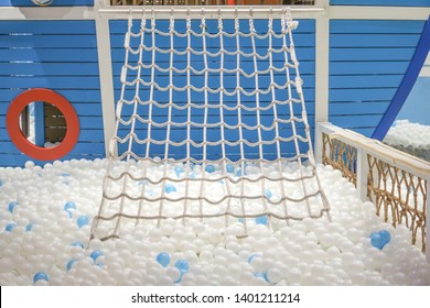 Ball pit with climbing net for kids