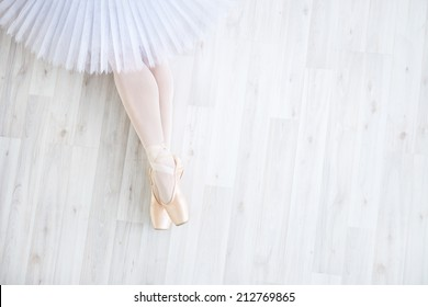 Ballerina in pointe in studio