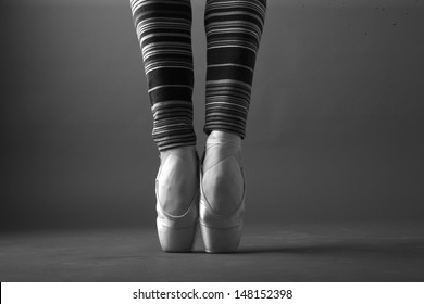 Ballerina in stdio, monochrome