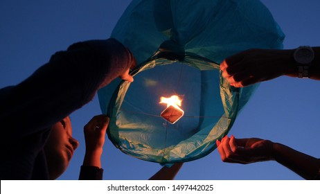 Balloon fire Sky lantern flying lanterns, hot-air balloons Lantern flies up highly in the sky. Balloon fire flying lanterns, hot-air balloons Lantern flies up