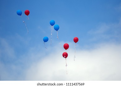 Balloons fly to the sky
