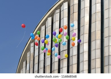 balloons released up to sky