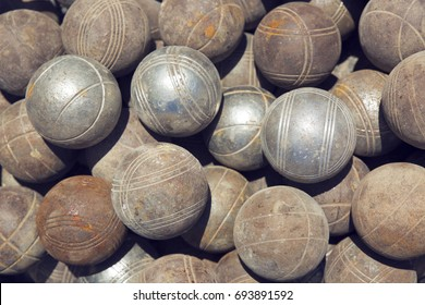 Balls for playing petanque