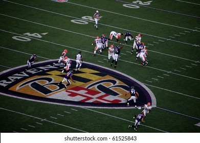 BALTIMORE - SEPTEMBER 21: Cleveland Browns quarterback Derek Anderson attempts to complete a pass to tight end Kellen Winslow in a game against the Baltimore Ravens September 21, 2008 in Baltimore, MD