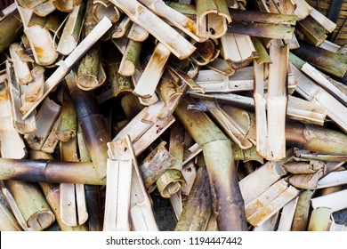 bamboo tube ; bamboo section. Bamboo tube for glutinous rice baked in a bamboo cylinder.
