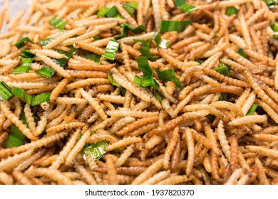 Bamboo worm fried, fried insects are a high protein foods. Its habitat are the bamboo groves and forests in the cooler regions of northern Thailand.