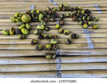 Bamboo is yellow and hangs in a longitudinal direction. And there is a fruit on the bamboo panel. Bring in the background.