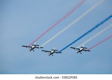 Bamgkok Thailand 14 januar 2017 : The group of AU-23A peacemaker which the old aircraft of the royal thai air force were smoking the Thai flag color in the children day.