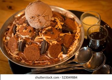 banana brownie and ice cream
