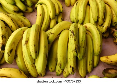 Banana bunches are on grocery shelf.
