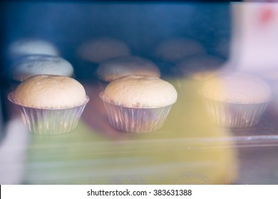 banana cup cake in oven
