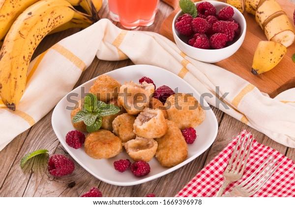 banana-fritters-fresh-fruit-on-600w-1669