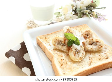Banana and honey toast with flower