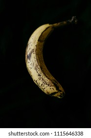 banana on black