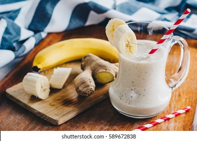 Banana smoothie with ginger