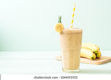banana smoothies glass on wood table