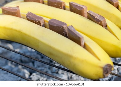 Bananas with chocolate are cooked on the grill. Focus on chocolate