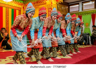 BANDA ACEH, INDONESIA: August 25, 2015: The traditional dancer of 'Tari Tarek Pukat' uses the hijab from ACEH. the show in the open place is not imposed on media pass.