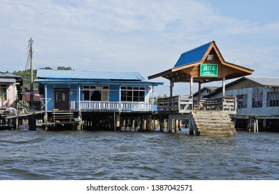 BANDAR SERI BEGAWAN, BRUNEI — APRIL 7, 2018. Jetties along the Brunei River service boats arriving at and departing from the Kampong (Kampung) Ayer water village.