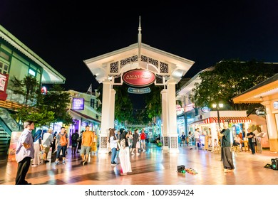 BANGKOK - 21 JAN 2018 : ASIATIQUE The Riverfront the most popular shopping experiences in Bangkok, Thailand. There are over 500 fashion shops in Asiatique The Riverfront.