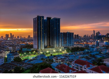 BANGKOK: August 22, 2018, at the corner of the sky The view of the capital (Rama). 3, Sathorn, Thonburi) is a rare light in the rainy season, Thailand.