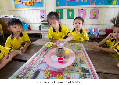 BANGKOK CITY, THAILAND - Aug 2016: In the Aug 25, 2016. Bangkok County. Activity of teaching kindergarten education. students are learning Science. in Activity science Day.