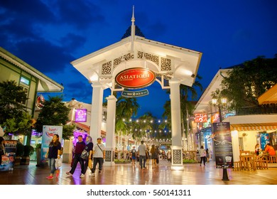 BANGKOK - DEC 18 : ASIATIQUE The Riverfront the most popular shopping experiences in the city on December 18, 2016 in Bangkok, Thailand. There are over 500 fashion shops in Asiatique The Riverfront.