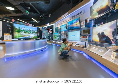 BANGKOK - DEC 3 :  Unidentified girl watches Samsung QLED TV at Power Buy in Central Chidlom, Bangkok on Dec 3, 2017. It is owned by Central Pattana for selling electronic merchandises.