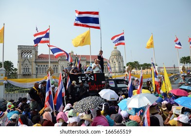 BANGKOK - DEC 9 : protesters attend a large anti-government outside Government House on December 9, 2013 in Bangkok, Thailand.