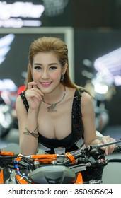 BANGKOK - DECEMBER 01 : Unidentified model with HONDA CB500F Motorcycle on display at The 32nd Thailand International Motor Expo 2015 on December 01, 2015 in Bangkok, Thailand.