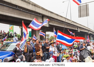 BANGKOK - FEBRUARY 20 :  Prime protesters evicted In front of Shinawatra Tower 3. on February 20, 2014 in Bangkok, Thailand.