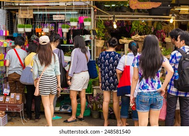 BANGKOK - JAN 25: Chatuchak Weekend Market January 25, 2015 in Bangkok, Thailand. The Thai capital's Chatuchak is the world's largest outdoor street markets with 15,000 stalls.