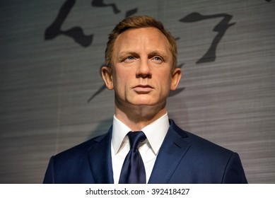 BANGKOK - JAN 29: A waxwork of Daniel Craig on display at Madame Tussauds on January 29, 2016 in Bangkok, Thailand. Madame Tussauds' newest branch hosts waxworks of numerous stars and celebrities