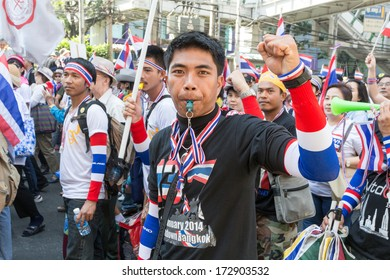 BANGKOK - JANUARY 15: Thai people protesting against the government in the Thong Lo district, sukhumvit road on January 15, 2014 in Bangkok, Thailand