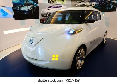 BANGKOK - JANUARY 19:   Nissan Townpod, electronic power car from Nissan motor, being displayed at 6th BOI FAIR 2012 on January 19, 2012 in Bangkok, Thailand. The event is from Jan. 6-22, 2012.