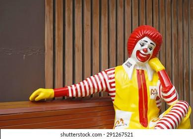 BANGKOK - JUNE 20 :  ronald-mcdonald sitting on bench at McDonald's restaurant on June 20, 2015 in Bangkok, Thailand