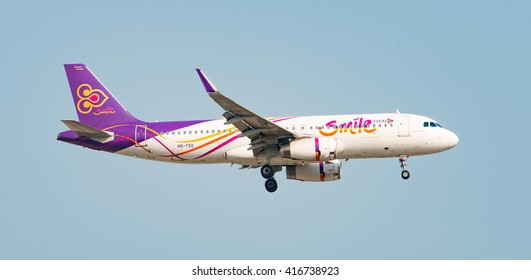 BANGKOK - March 20, 2016: Thai Smile Low Cost Airline Registration HS-TXO Type Airbus A320-200 prepare for landing at DON MUEANG AIRPORT on  March 20, 2016  Bangkok, Thailand.