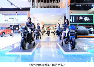 BANGKOK - MARCH 24: BMW F 800 R motorbike with  Unidentified model  on display at The 35th Bangkok International Motor Show on March 24, 2014 in Bangkok, Thailand.