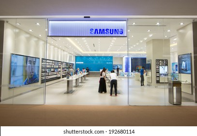 BANGKOK - MAY 13: People shop at Samsung mobile shop at Central Embassy on May 13, 2014. It is a South Korean multinational conglomerate company.