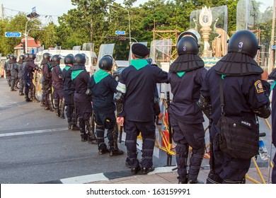 BANGKOK - NOV 10: Riot police stand guard near parliament during  anti-government rally on Nov 10, 2013 in Bangkok, Thailand. Protests surrounding an amnesty bill