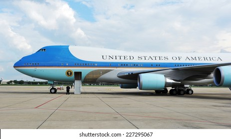 BANGKOK - NOV 18: Air Force One sits on the runway at Don Muang International Airport as US president Barack Obama begins his historic Southeast Asian tour on Nov 18, 2012 in Bangkok, Thailand.