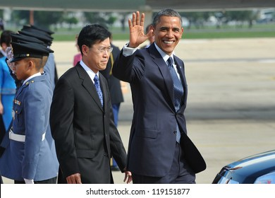 BANGKOK - NOV 18: US President Barack Obama arrives at Don Muang International Airport on the first day of his three-nation Southeast Asia tour on November 18, 2012 in Bangkok, Thailand.